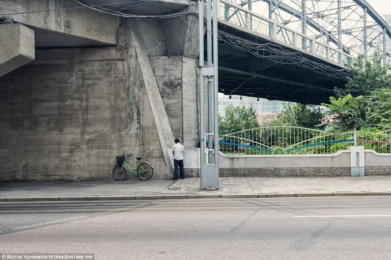 Realistyczna scena z życia miasta stołecznego