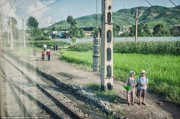 W Korei Północnej albo jeździ się pociągiem, albo rowerem. Samochody są dobrem luksusowym