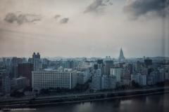 Panorama Pjongjangu z hotelu Yanggakdo